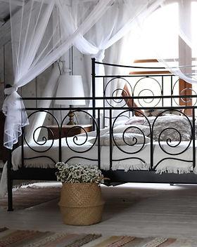Camera da letto in stile country