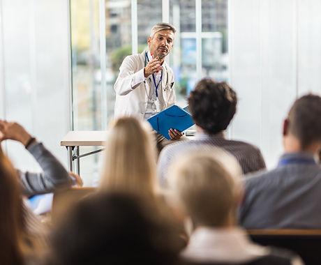 Docteur enseignant le séminaire