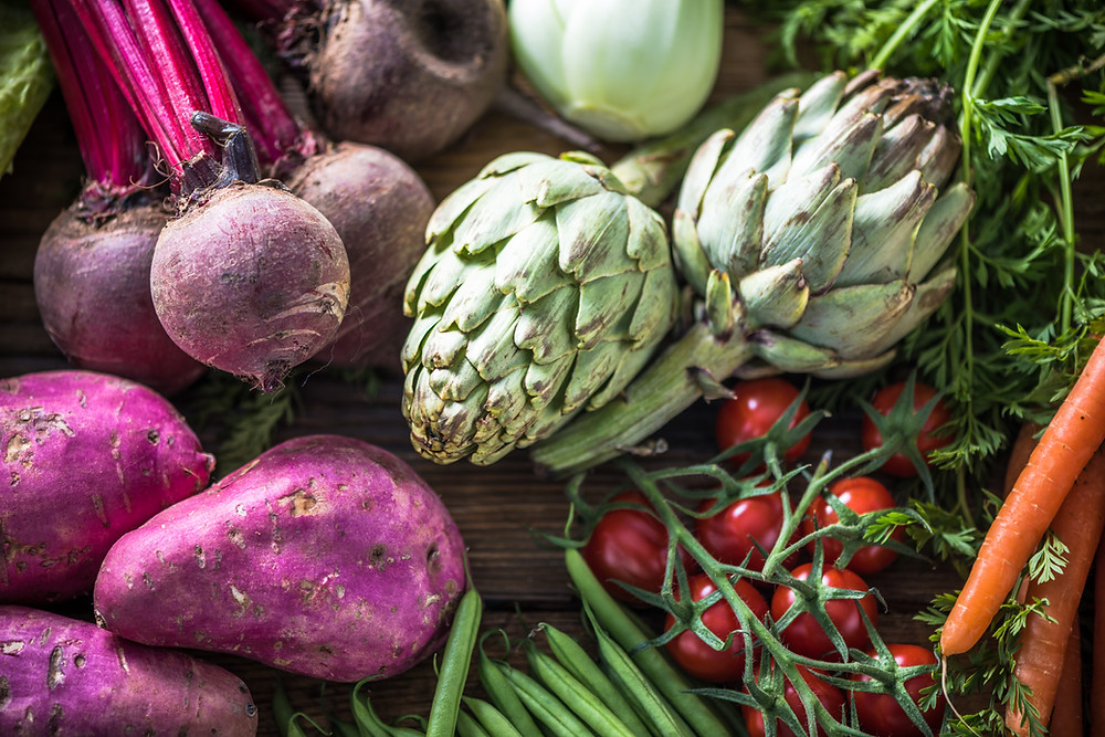 picture of purple potatoes, artichokes, beets, green beans, tomatoes, and carrots