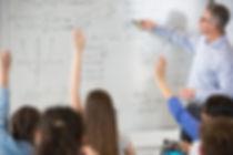 Teahcer em uma aula de matemática