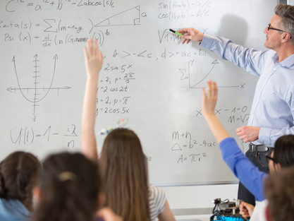 """Według ekspertów """"szkoły zostaną wznowione z kodem pomarańczowym lub czerwonym"""""""