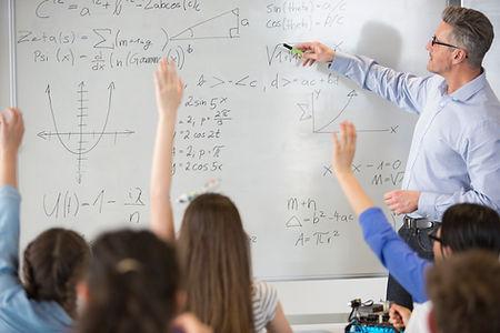 Teahcer in una classe di matematica