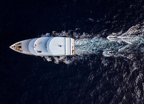 Un yacht en mer