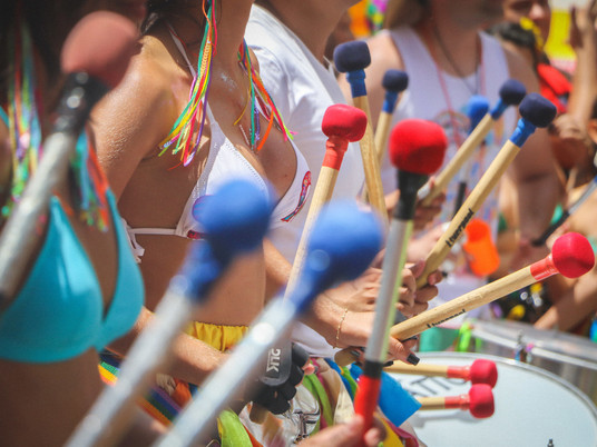 Esse ano o carnaval será bloquinho ficarei em casa depois de sair do bloquinho do escritório