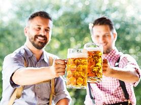 Män som dricker öl