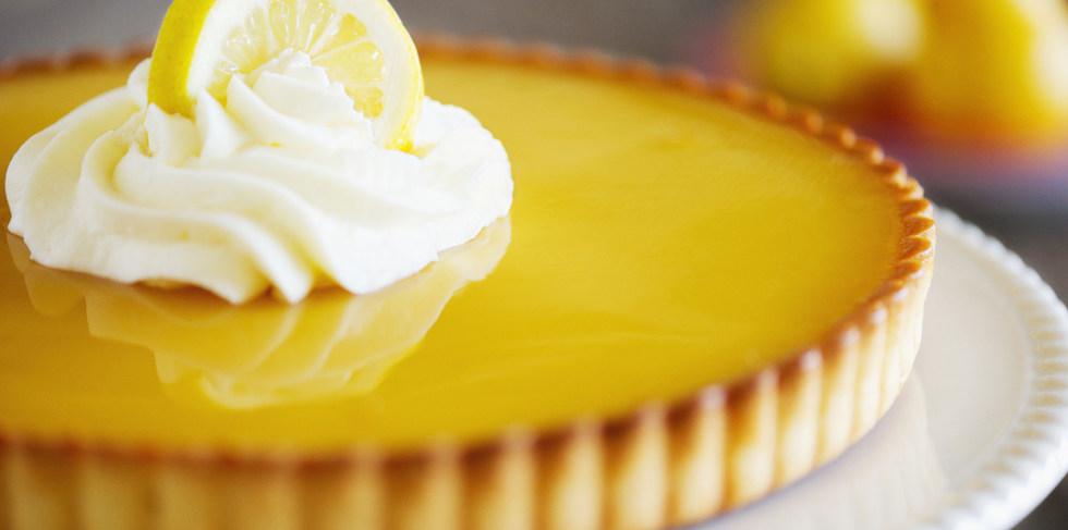 Tarta casera de limón y merengue
