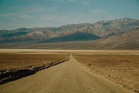 Estrada de terra seca