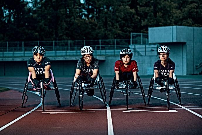 Corridori di sedie a rotelle