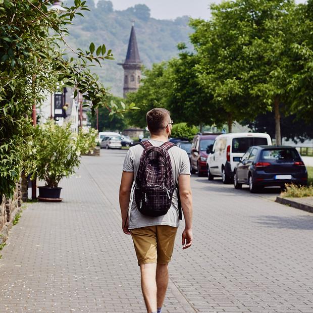 Tourist erkundet Stadt