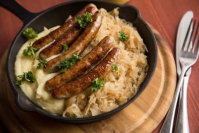 Würstchen mit Sauerkraut