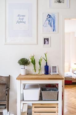 Tulipanes en frascos de vidrio