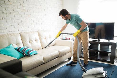 Пылесосить диван