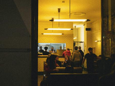 レストランでの雇用水準が継続して増加