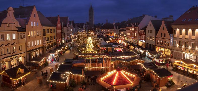 Marché de Noël la nuit