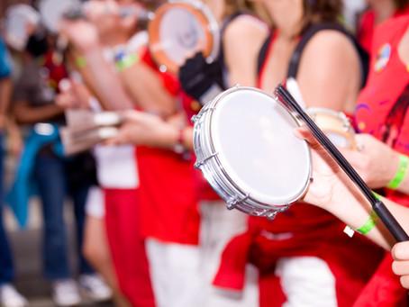 Músicos em Baterias Universitárias e Escolas de Samba.