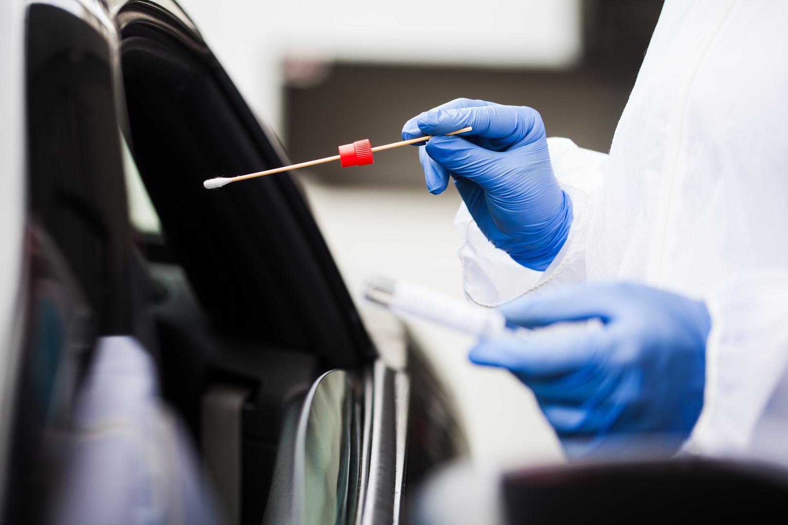 Durchfahren von Coronavirus-Tests