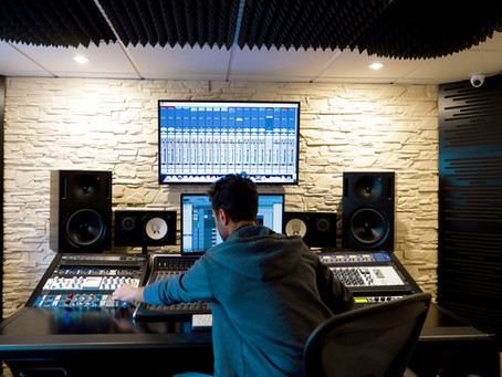 4 Things You Should Consider Before Hiring a Mixing Engineer