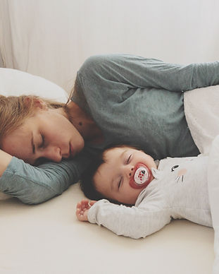 Mère et bébé dort