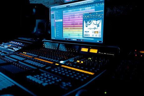 Recording guitar in tokyo studio