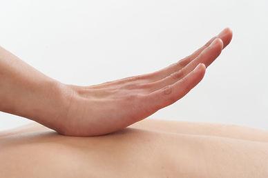 Massage aux couqillages chauds à Laval
