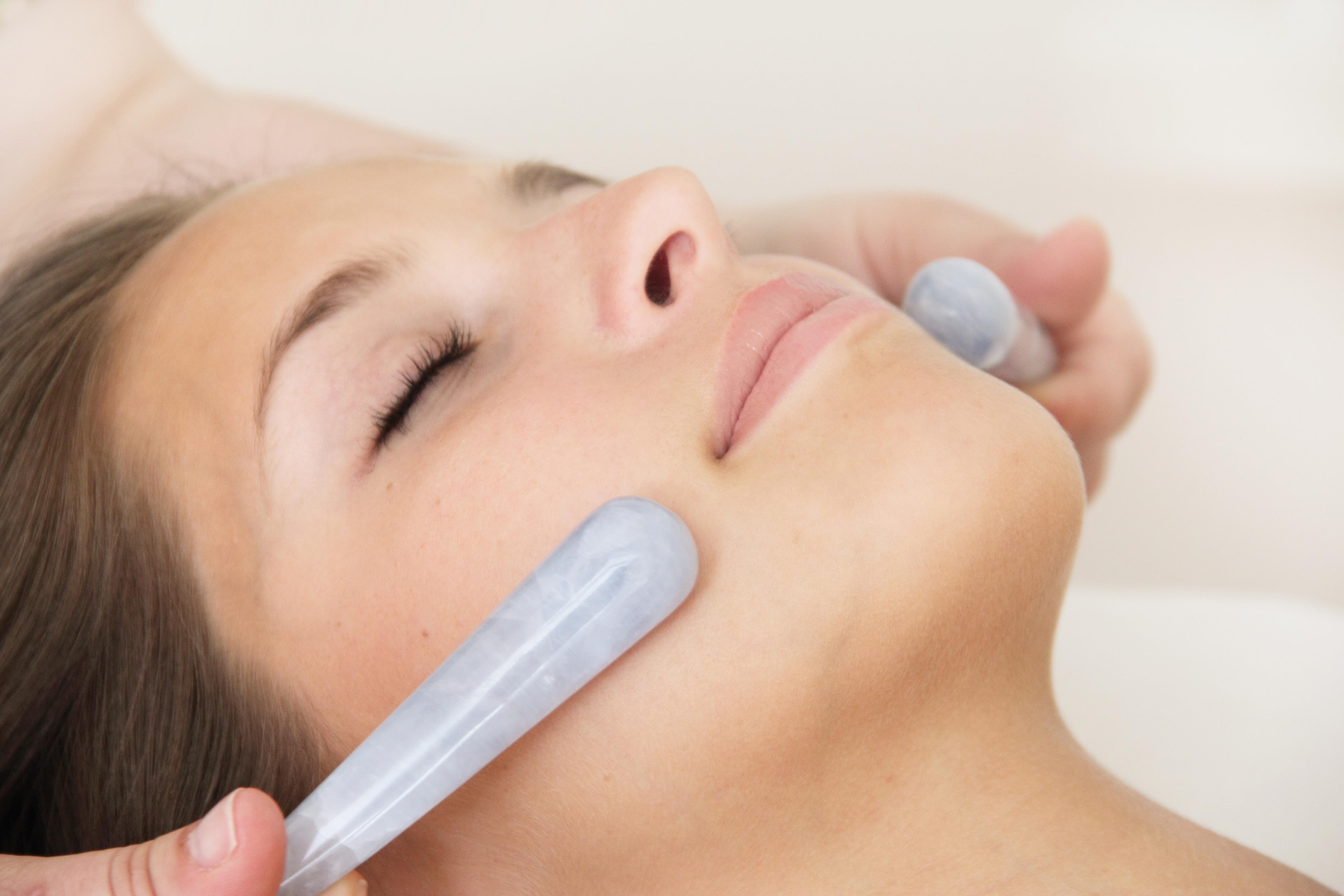 Cosmetic Acupuncture/Massage/Jade roller