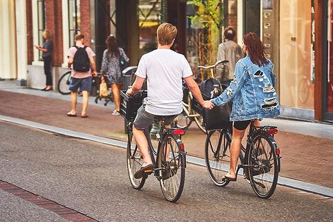 Stel fietst samen