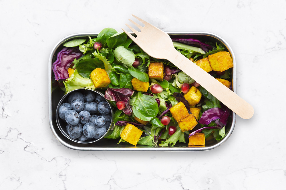 Salad with mixed greens, blueberries and baked tofu