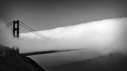 Nebel über die Brücke