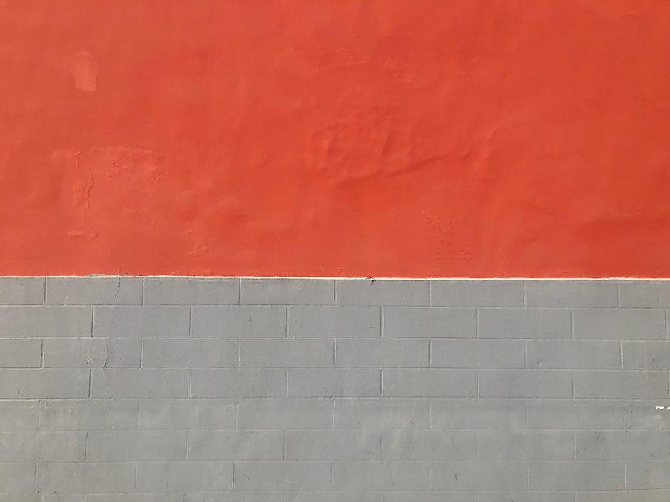 Parede vermelha e cinza