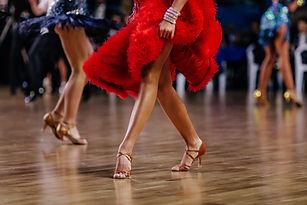 Tanec v červené barvě