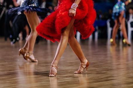 In Rot tanzen