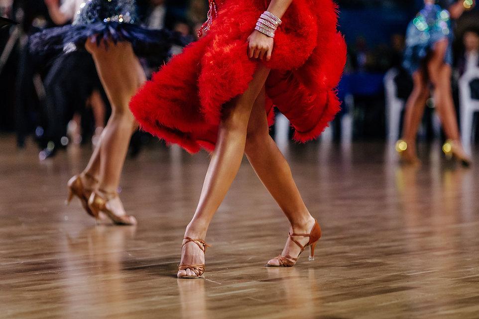 Danser en rouge