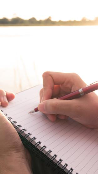 Stress, méditation, écriture et spiritualité (découvrez comment ces 4 paramètres sont liés)