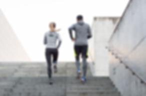 Paar auf einer Flucht