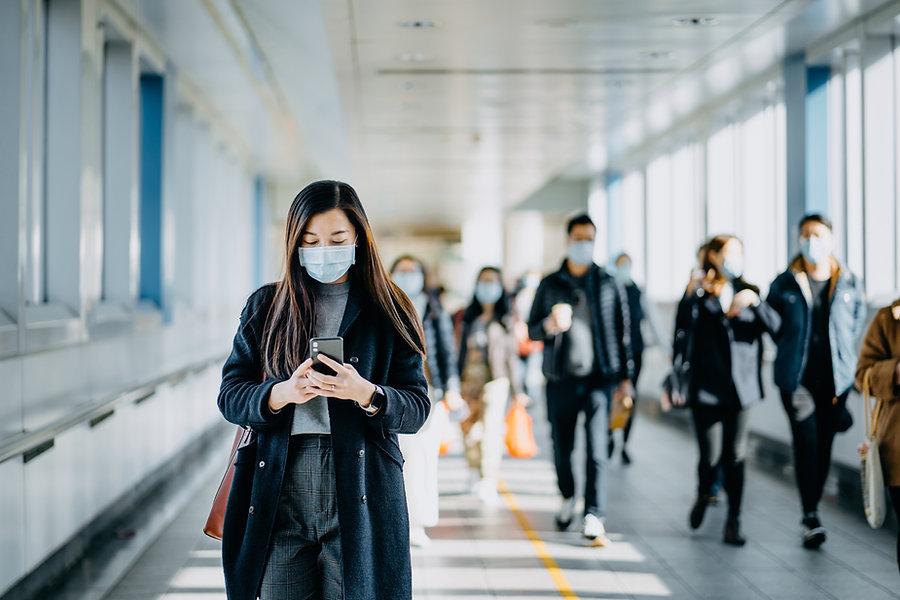 Foule de gens avec des masques