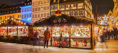 Mercado navideño de noche