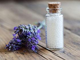 Flaschen homöopathischer Pillen