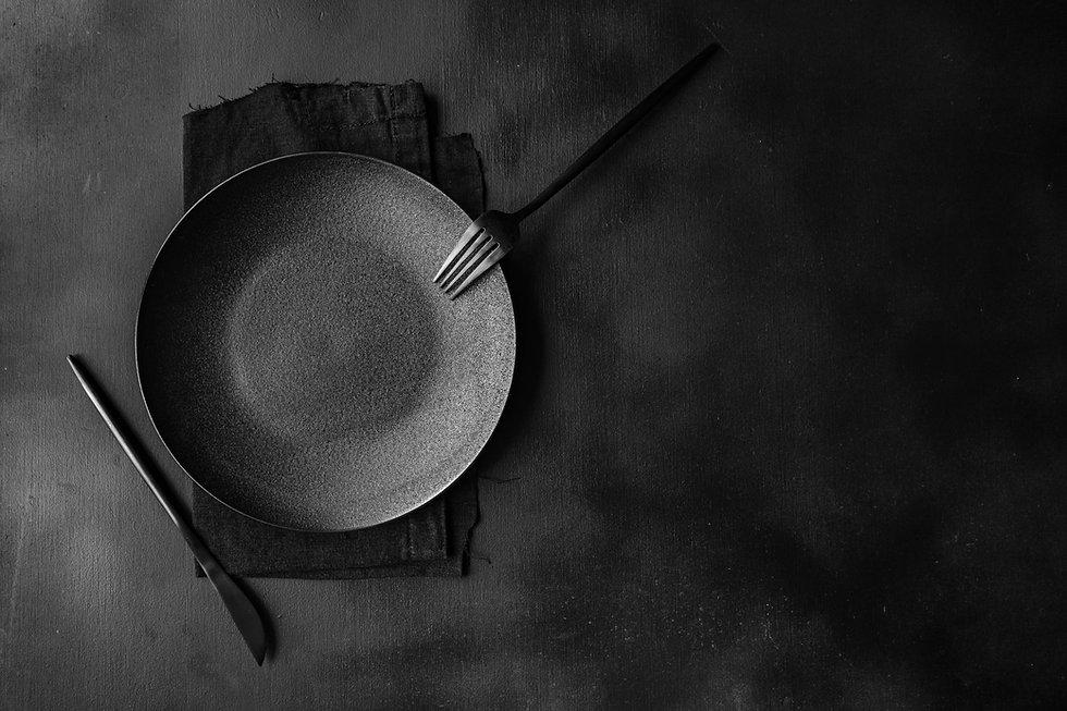 Dark Theme Dinnerware