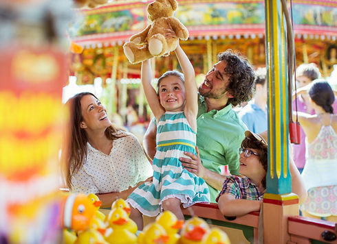 Fun-Fair-Happy-Family