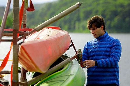 Man med Kayak Gears
