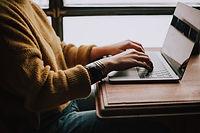Femme, ordinateur portable