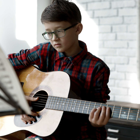 The Easiest Guitar Chords: How To Play Basic Guitar Chords