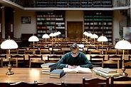 L'homme à la bibliothèque