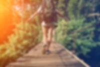 Прогулка по деревянному мосту