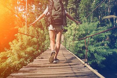Holzbrücke zu Fuß