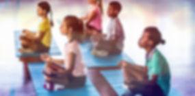 Schoolkinderen mediteren