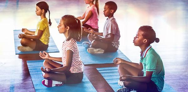 Schulkinder meditieren