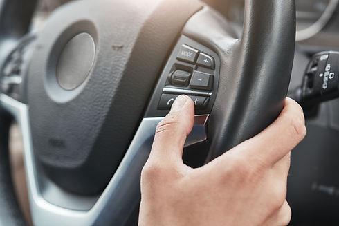 Elementy sterujące na kierownicy