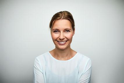 Mulher de idade adulta sorridente