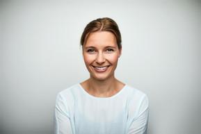 ミッドアダルト笑顔の女性